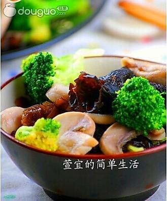 一道减脂菜 ——木耳蘑菇西兰花