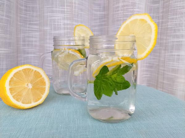 薄荷柠檬水的做法