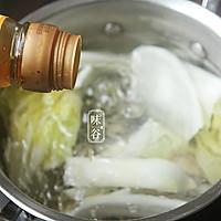 味谷   牡蛎白菜汤的做法图解4