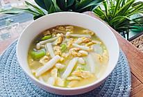 金黄鲜美的丝瓜鸡蛋菌菇汤,简单又低脂,全家都喜欢的做法
