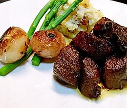 红酒烩羊肉粒配小洋葱土豆泥的做法