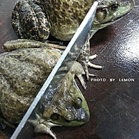 春节筵席上的下酒菜干锅牛蛙的做法图解3