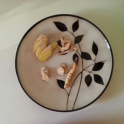 鸭血粉丝汤的做法 步骤2