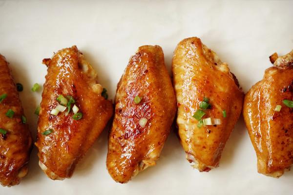 梁食秘方生抽煎鸡翅的做法
