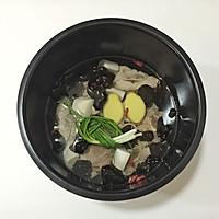 木耳山药排骨汤的做法图解4