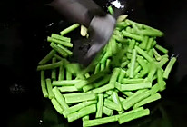 #美食视频挑战赛# 下饭神器之茄子豆角的做法