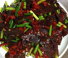 腊牛肉炒蒜苗的做法