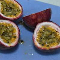 #炎夏消暑就吃「它」#百香果柠檬西柚汁的做法图解4
