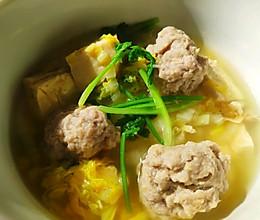 荤素搭配-白菜豆腐氽丸子的做法