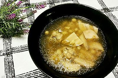 猪尾花生煲莲藕汤