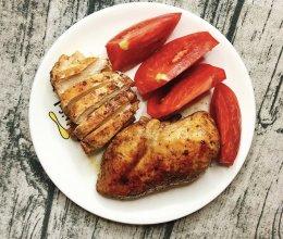 #我们约饭吧#减脂餐~香煎鸡胸肉的做法