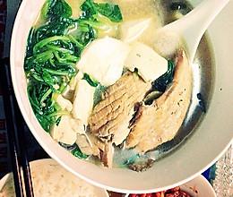 三文鱼骨豆腐汤的做法