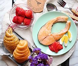 #520,美食撩动TA的心!#芝香三文鱼排的做法
