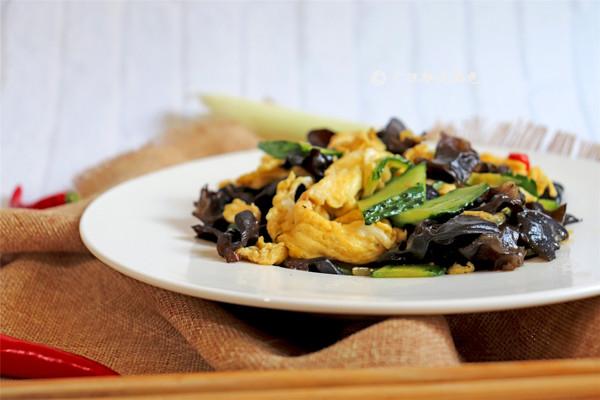 #520,美食撩动TA的心!# 木耳炒鸡蛋的做法