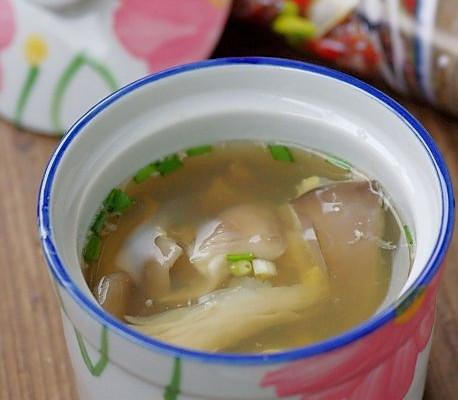 明目鲜蘑猪肝汤的做法