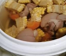 #入秋滋补正当时#红萝卜玉米炖猪脚汤的做法