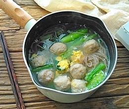 #做道懒人菜,轻松享假期#小白菜肉丸汤面的做法