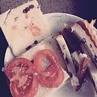 【简易营养早餐】西红柿蛋液三明治的做法图解1