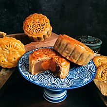 蛋黄莲蓉月饼