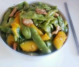 东北菜——豆角炖窝瓜(加肉)的做法