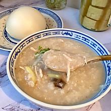 #换着花样吃早餐#超级好吃的老火皮蛋瘦肉粥