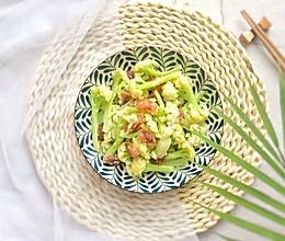三分钟快手菜: 腊肠炒花菜的做法