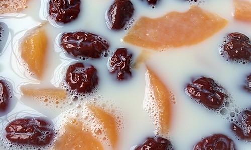木瓜红枣炖奶的做法