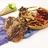 姬松茸茶树菇墨鱼汤的做法图解3
