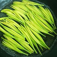 #花10分钟,做一道菜!#小炒黄花菜(附新鲜黄花菜处理方法)的做法图解4