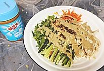 #四季宝蓝小罐#花生酱鸡丝凉面的做法