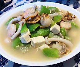 #换着花样吃早餐#鲜掉眉毛的丝瓜海鲜豆腐汤的做法