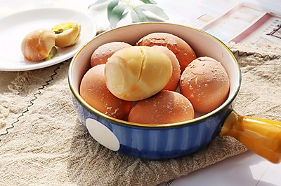 盐焗鸡蛋(电饭煲版)咸香入味,Q弹有嚼劲