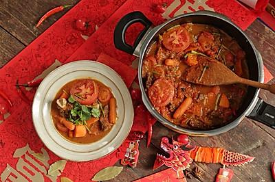 火红热烈的番茄红烩牛肋排