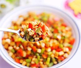 下饭神器香干蒜苔粒的做法