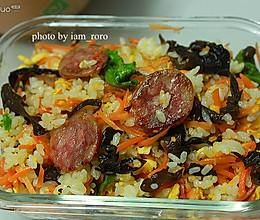 胡萝卜腊肠炒饭的做法