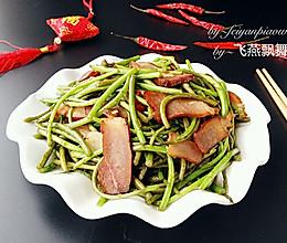泥蒿炒腊肉#盛年锦食•忆年味#的做法
