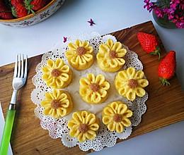小米红薯花朵包#发现粗粮之美#的做法