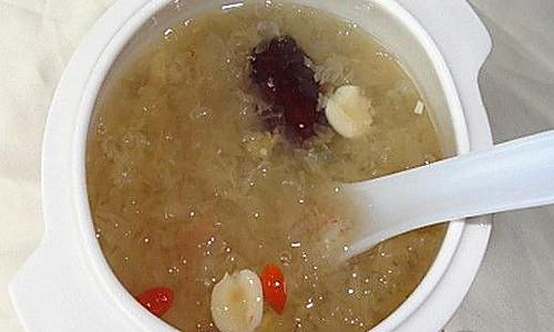 红枣莲子燕窝汤的做法