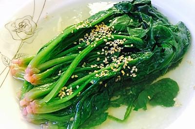 青翠欲滴的菠菜