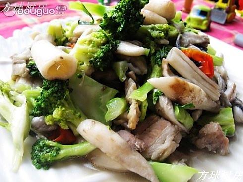 鸡腿菇炒西兰花