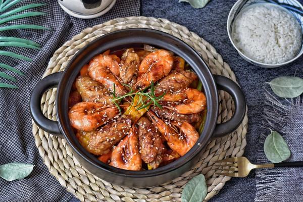 不加一滴水,好吃到爆炸的虾翅三汁焖锅的做法