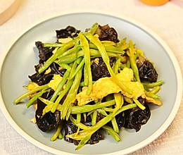 黄花菜炒鸡蛋丨健康养生又好吃!!的做法