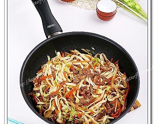 【我的CIZZLE不粘体验5】-----炒的爽利之羊肉胡萝卜包菜炒面【蝶儿美食】的做法