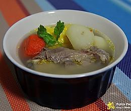 胡萝卜玉米大骨汤的做法
