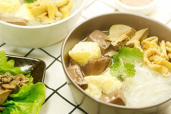 多少人迷恋❤这一碗蓝鲸代表美食——鸭血粉丝汤【微体兔菜谱】的做法