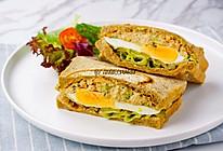 金枪鱼沙拉鸡蛋三明治的做法