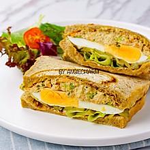 金枪鱼沙拉鸡蛋三明治