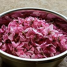 桃花盛开的春天,采些来做成桃花茶和桃花猪蹄粥,喝出好气色!