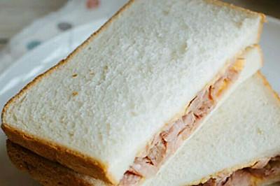 金枪鱼奶酪三明治