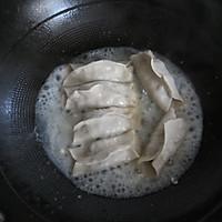 榨菜鲜肉锅贴的做法图解6
